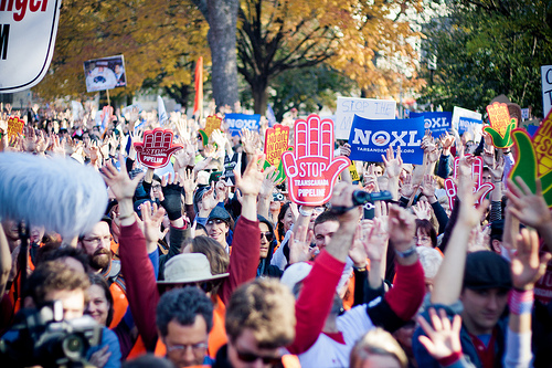 Activists protest Keystone XL pipeline at White House
